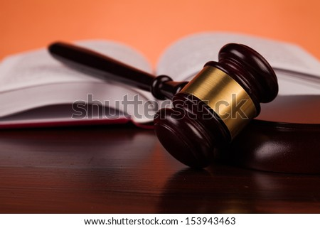 judge gavel on table
