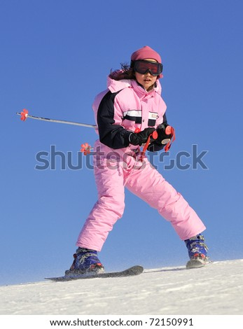 Jung girl skiing