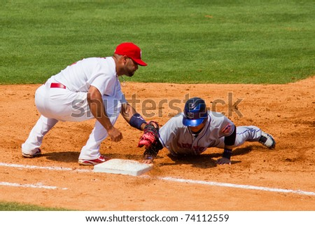 JUPITER, FL USA - MAR. 27: Met second baseman Chin-lung Hu gets back to first base during the New York Mets vs. St. Louis Cardinals spring training game March 27, 2010 in Jupiter, FL.
