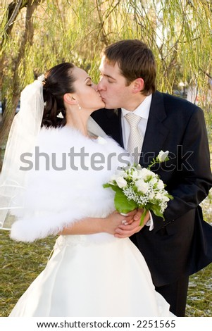 Just married. Married are kisses on walk in park.
