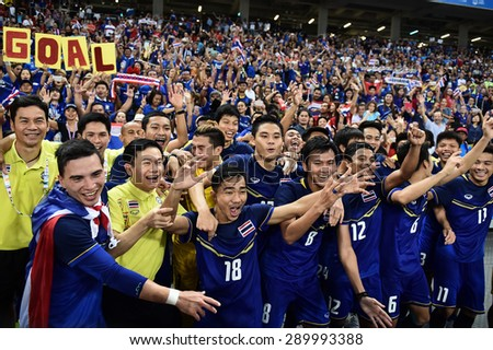 Kallang Singapore - JUNE15:Thai National team celebrates winning the gold medal. 28th SEA Games Singapore 2015 at Singapore National Stadium on JUNE15 2015