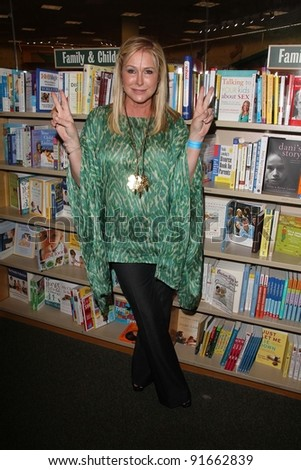"Kathy Hilton signs copies of ""Starting Over,"" Barnes & Noble, Los Angeles, CA. 06-28-11"