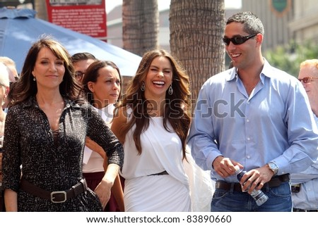 Katy Segal, Sofia Vergara and Nick Loeb at the Ed O'Neill Hollywood Walk Of Fame Induction Ceremony, Hollywood, CA. 08-30-11 - stock photo