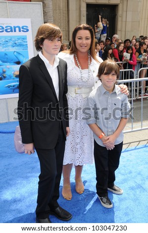 "Keely Shaye Smith and Children at the ""Oceans"" Los Angeles Premiere, El Capitan Theatre, Hollywood, CA. 04-17-10"