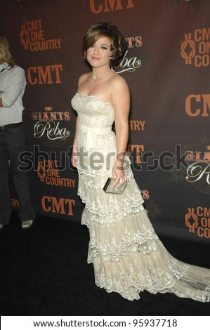 KELLY CLARKSON at the first CMT Giants concert honoring country star Reba McEntire, at the Kodak Theatre, Hollywood. October 26, 2006  Los Angeles, CA Picture: Paul Smith / Featureflash