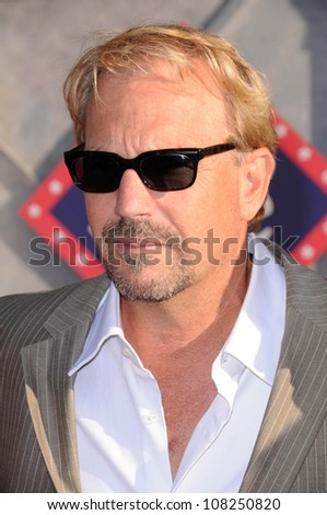 """Kevin Costner  at the Los Angeles Premiere of """"Swing Vote"""". El Capitan Theatre, Hollywood, CA. 07-24-08 - stock photo"""