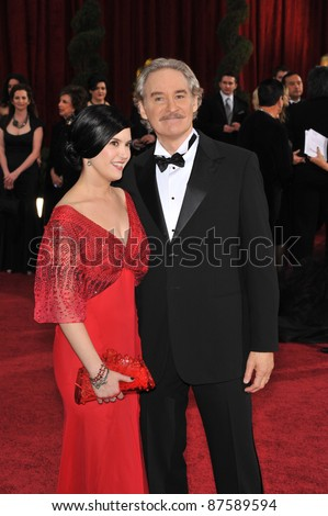 Kevin Kline & Phoebe Cates at the 81st Academy Awards at the Kodak Theatre, Hollywood. February 22, 2009  Los Angeles, CA Picture: Paul Smith / Featureflash