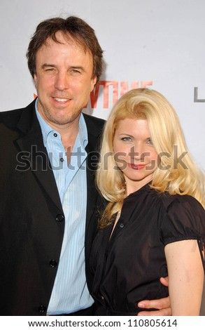 """Kevin Nealon and Susan Yeagley at the """"Weeds"""" Season 3 and """"Californication"""" Premiere Screening. Cinerama Dome, Hollywood, CA. 08-01-07 - stock photo"""