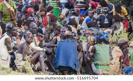 KEY AFAR VILLAGE, OMO VALLEY. ETHIOPIA - JANUARY 2, 2014: Unidentified Banna people at local village market.