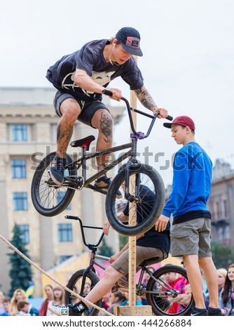 KHARKOV, UKRAINE - JUNE 11, 2016: Young guy is showing extreme jumps on a skate stage. Public event