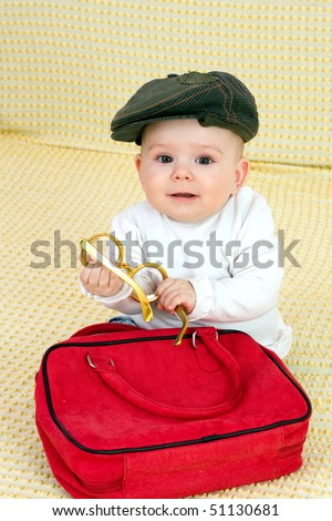 Kid in hat and bag