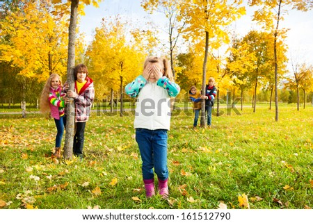 Children Playing Hide And Seek Clipart Kids Play Hide And Seek With