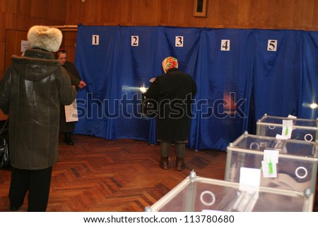 KIEV - FEBRUARY 7: Election of President of Ukraine at one of the polling stations on Feb. 7, 2010 in Kiev, Ukraine
