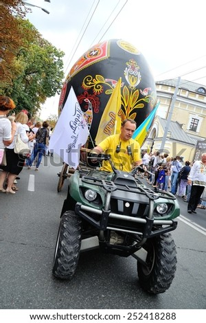 KIEV, UKRAINE - AUGUST 24: People in national costumes are transporting the big Easter egg to the All Ukrainian Vyshyvanka Parade on Maidan at Independence Day on August 24, 2013 in Kiev, Ukraine.