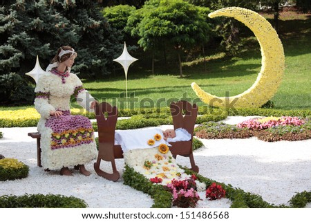 KIEV, UKRAINE - AUGUST 30: Sculptures made of flowers in the city park of Kiev, Ukraine during the annual flower holiday on August 30, 2012. Installations made by the municipal gardening enterprise