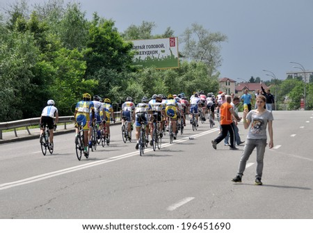 "KIEV, UKRAINE - 1 JUNE 2014: Unknown staff give a food and drinks to cyclists during the competition ""Horizon Race Park"" on June 1, 2014 in Kiev, Ukraine."
