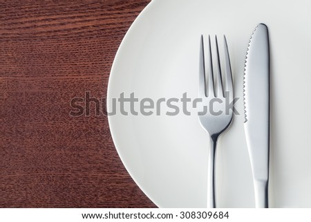 Knife and fork with plate, Close-up.