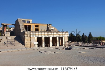 Knossos palace at Crete, Greece. Knossos Palace, is the largest Bronze  Age archaeological site on Crete and the ceremonial and political centre  of the Minoan civilization and culture. - stock photo