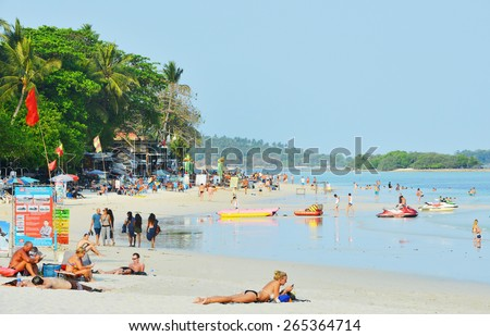 KOH SAMUI, THAILAND - MARCH 18, 2015: View at the Chaweng Beach in Koh Samui, Thailand. People are sunbathing on the Chaweng beach in Koh Samui