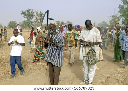 KOKEMNOURE, BURKINA FASO - FEBRUARY 24: Establishment of the new chief of village of Kokemnoure. Andre Silga the new chief in white is led to the place of his establishment, february 24, 2007