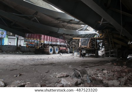 KOLKATA - APRIL 1: Vehicles stuck underneath the bridge during the rescue effort after an under construction flyover collapsed killing 27 people on April 1, 2016 in Kolkata, India.