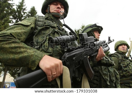 KOSTROMA REGION, RUSSIA - AUG 26, 2010: Unidentified soldiers during Command post exercises with 98-th Guards Airborne Division. - stock photo