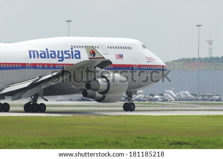 KUALA LUMPUR INTERNATIONAL AIRPORT (KLIA), SEPANG, MALAYSIA - APRIL 15: Malaysia Airlines plane Boeing 747-400 taxis at KLIA airport on April 15, 2006 in KLIA, Sepang, Malaysia. - stock photo