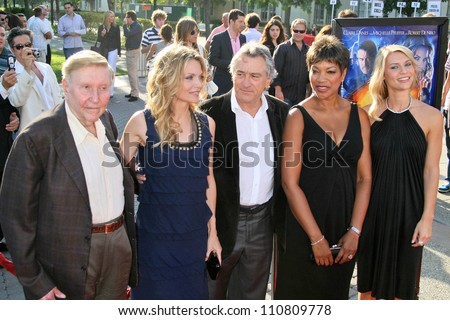 "L-R Sumner Redstone, Michelle Pfeiffer, Robert De Niro, Grace Hightower and Claire Danes at the Los Angeles Premiere of ""Stardust"". Paramount Studio Theatre, Hollywood, CA. 07-29-07 - stock photo"
