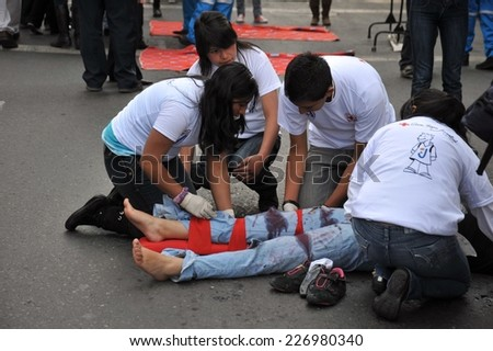 LA PAZ, BOLIVIA - SEPTEMBER 12, 2010: The actual capital of Bolivia, where most of the state institutions. Activists of the red cross teach people first aid on a city street.