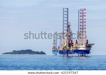 Labuan,Malaysia-Mac 25,2017:The layup drilling jackup rig near at Rusukan Besar island in Labuan Pearl of Borneo,Malaysia on 25th March 2017.