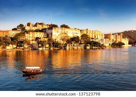 Lake Pichola and City Palace, Udaipur, Rajasthan, India, Asia. - stock photo
