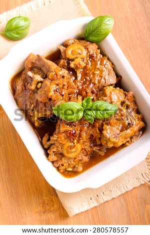 Lamb chops with onion stewed in gravy