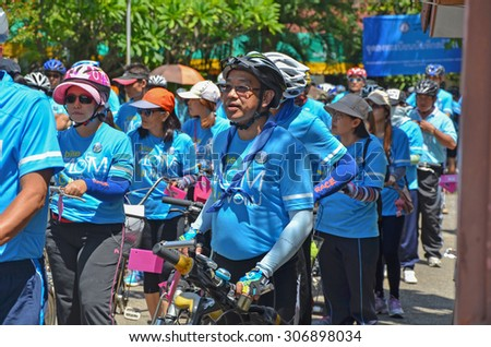 "LAMPHUN AUGUST 16 : Unidentified Cyclist in ""Bike for mom event"", event show respected to Queen of Thailand by the participant cycling, on August 16, 2015, Lamphun, Thailand."
