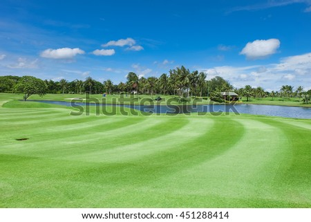 Landscape Wide green lawns and a blue sky, golf courses.