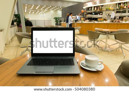 Laptop computer with blank screen and coffee at caf�©