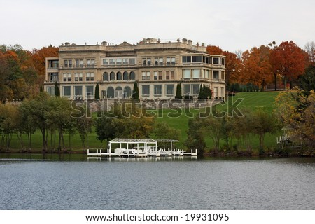Large mansion on Geneva Lake in Wisconsin