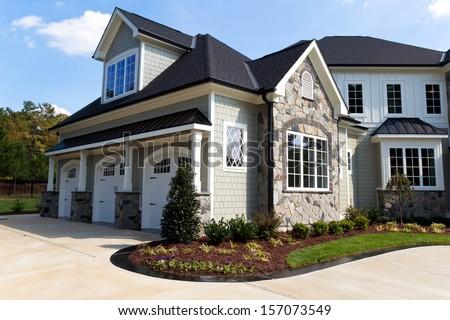 large suburban house exterior tree car の写真素材 今すぐ編集