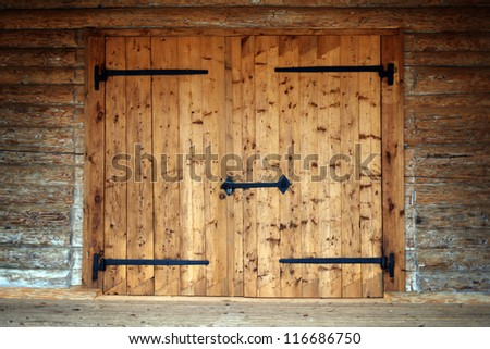 large wooden door in an old country house : counrty door - Pezcame.Com