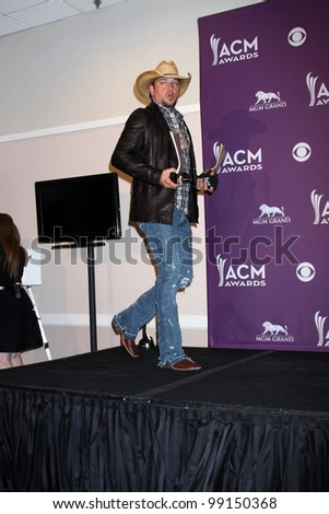 LAS VEGAS - APR 1:  Jason Aldean in the press room at the 2012 Academy of Country Music Awards at MGM Grand Garden Arena on April 1, 2010 in Las Vegas, NV.
