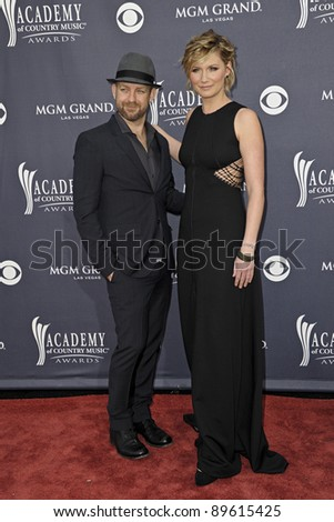 LAS VEGAS - APRIL 3 - Kristian Bush and Jennifer Nettles of Sugarland attend the 46th Annual Academy of Country Music Awards in Las Vegas, Nevada on April 3, 2011.