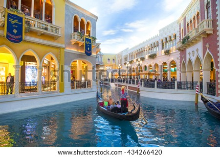 LAS VEGAS - MAY 21 : The interior of the Venetian hotel & Casino in Las Vegas on May 21 , 2016. With more than 4000 suites it's one of the most famous hotels in the world.