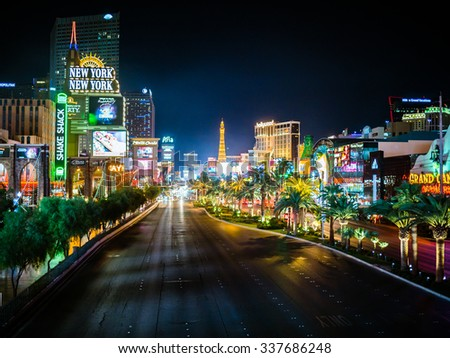 LAS VEGAS, USA - SEPTEMBER 08: Unidentified tourists in the strip on September 08, 2015 in Las Vegas, USA.