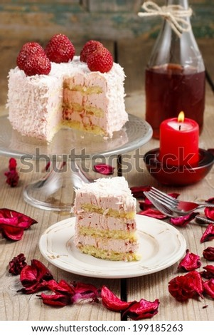 Layer strawberry cake