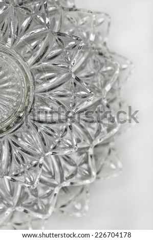 Layered crystal serving dish with vertical perspective/Crystal serving dish in vertical position