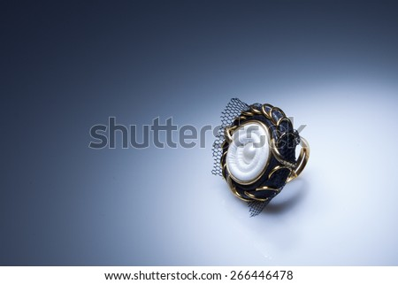Leather ring with pearl and gold elements