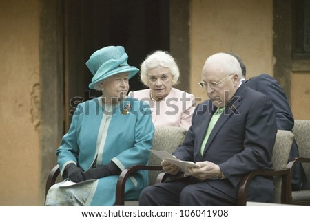 Left to right, Her Majesty Queen Elizabeth II, former Supreme Court Justice Sandra Day O'Connor and Vice President Dick Cheney at James Fort, Jamestown Settlement, Virginia on May 4, 2007. - stock photo
