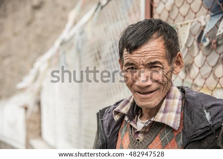 LEH, INDIA - AUGUST 9, 2016 : Unidentified tibetan old man on the street in Leh, Ladakh, India