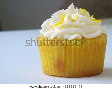 Lemon Cupcakes with Vanilla Buttercream Frosting