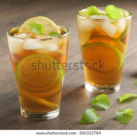 lemon ice tea on wooden background