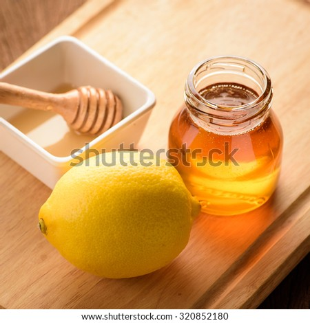 Lemon slice with honey on wood table